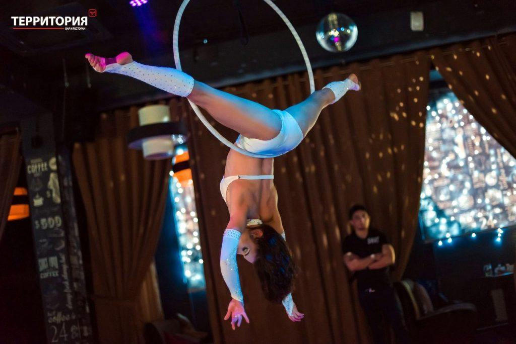 Заказать воздушное шоу гимнастки у нас- это профессиональный постановочное шоу представление. Воздушная гимнастка Таша. Самое главное - у нас низкая цена и высокое качество!