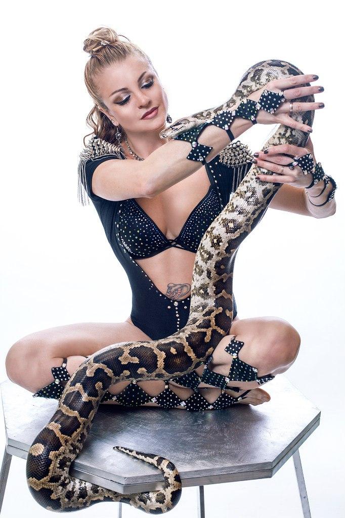 где можно сфотографироваться со змеей в москве поверить, что снимке